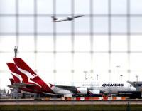 Emirates in Qantas tie-up talks, shares soar
