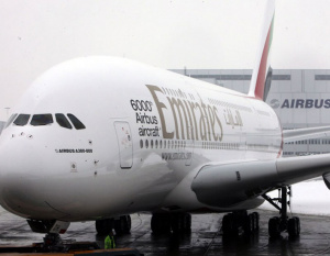 VIDEO: Emirates A380 dramatic crosswind landing