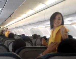 VIDEO: Dancing flight attendants are YouTube hit