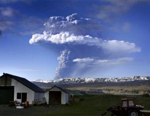 Icelandic volcano erupts again