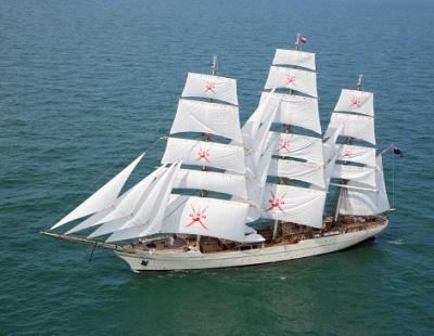 Omani naval training ship visits Kuwait on world tour