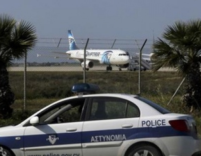 Passenger used suicide belt to hijack Egyptian airliner