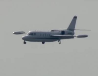 VIDEO: Emergency landing after wheel falls off plane