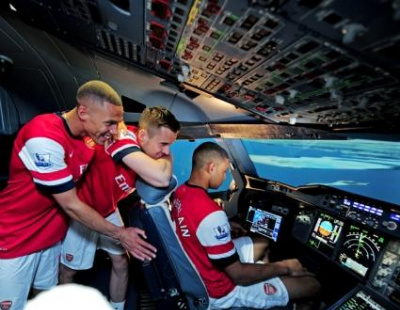 WATCH: Arsenal players try to land Emirates Airbus A380