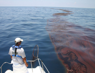 Are Fujairah oil spills caused by tankers illegally cleaning their holds?