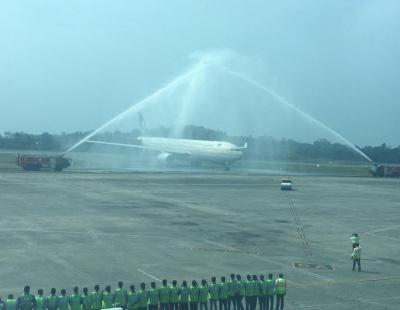 Video: Water cannon salute backfires at Dubai International Airport