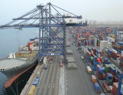 Hutchison's new super post-panamax STS cranes hit productivity record in SOHAR