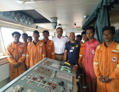Fishermen lost for more than a week rescued by bulk carrier