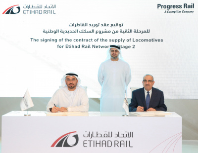 Theyab bin Mohamed witnesses the signing of a contract to expand Etihad Rail's fleet to 45 locomotives