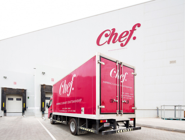 The current distribution centre is triple the size of its predecessor and includes over 7,000 square meters of temperature-controlled storage areas that can accommodate up to 8,000 pallets of chilled, frozen, and ambient food and food related products.