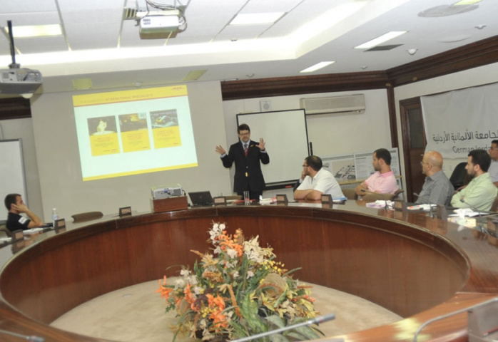 Dr. Linke conducting the lecture at German-Jordanian University