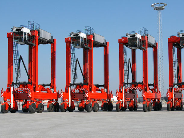 The Kalmar new straddle carriers will feature a redesigned cabin with a more spacious interior, as well as a new window geometry that reduces night time reflections and cabin noise.