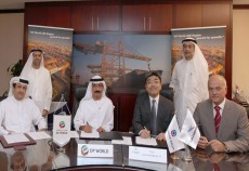 Representatives from DP World sign $850m JV contract with TOA-Soletanche Bachy.