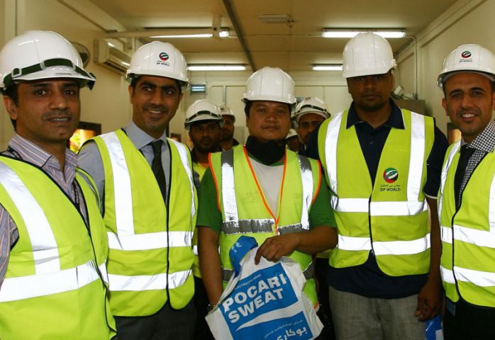 "Rashid Abdulla Al Qahtani, coo, DP World, UAE Region, along with teams from operations, hr and safety departments, distributing ""Beat the Heat"" packs"