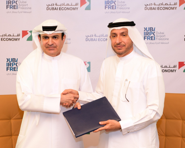 Mohammed Al Zarooni, director general of DAFZA, and Sami Dhaen Al Qamzi, director general of DED, were the official signatories.