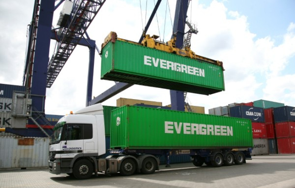 In addition to this new direct booking facility , Evergreen Line is also responding to the needs of smaller shippers for one-stop logistics services by appointing Evergreen Logistics as a supplier of such services for Alibaba.com suppliers opting for Evergreen Line's sea freight services, contactable at the online booking point.