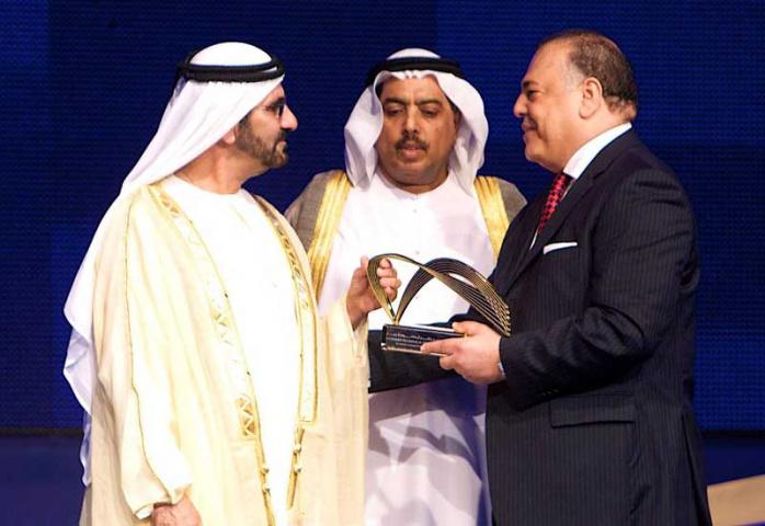 FedEx regional head Hamdi Osman receives an award from HH Sheikh Mohammed.