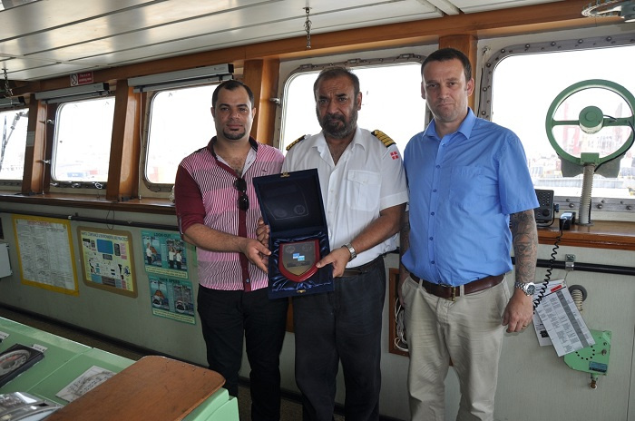 MSC Didem captain (centre) with Rob Smith, operations manager, Gulftainer Iraq (right).