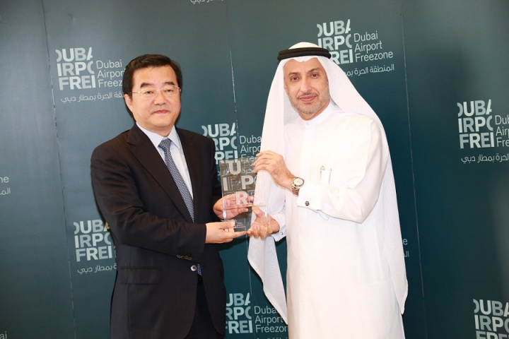 Meeting with the visiting delegation in the presence of Li Lingbing, consul-general of the People's Republic of China in Dubai, Dr. Mohammed Al Zarooni, director general of DAFZA, underlined the competitive features which make the freezone the perfect environment for Chinese companies.