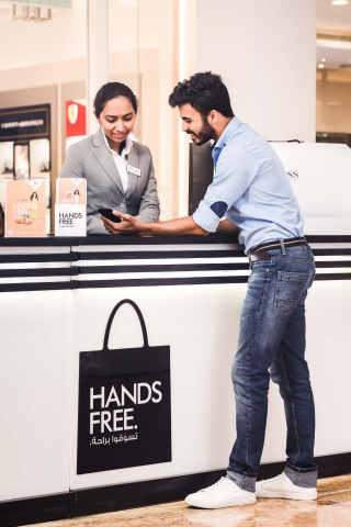 Shoppers can drop off bags at the Hands Free collection desks located around the mall. With peace of mind, all items will be securely sealed in the mall by Fetchr representatives who will arrange delivery or collection depending on your preference.