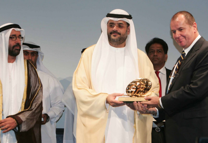 Right: Peter Richards, Gulftainer group managing director, accepts the award