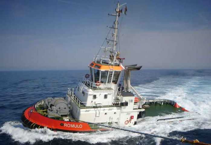A tug in the Repasa fleet in operation at sea.