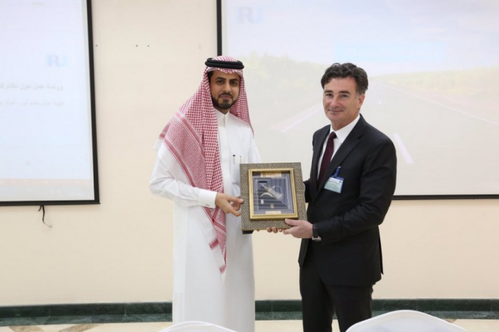 Saudi Customs hosted IRU – the world's road transport organisation with IRU secretary general, Umberto de Pretto, in Riyadh this week.