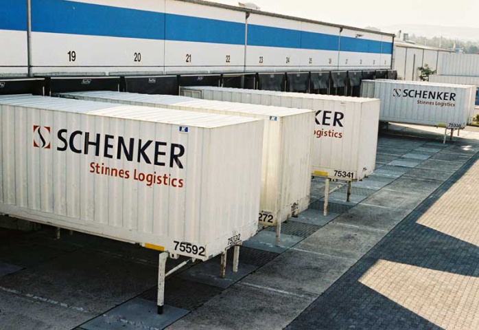 Ocean forwarders can offer more reliable cargo space to clients, claims Schenker AG chairman.
