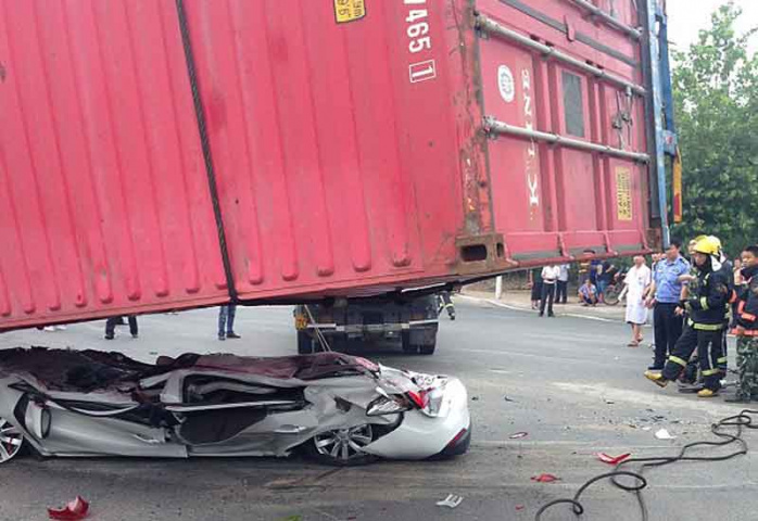 Road safety, Shipping containers, Traffic accident, NEWS