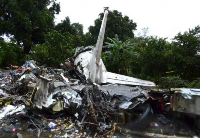 The scene of a cargo airplane that crashed after take-off near Juba Airport in South Sudan November 4, 2015. (Reuters/Stringer)