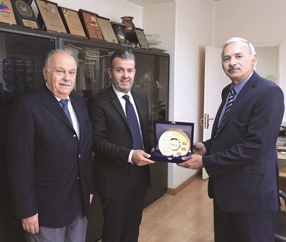 Exchange of commemorative shields with Abdul-Hafeez Al-Qaisi, director general of Land and Maritime Transport under the Ministry of Public Works and T
