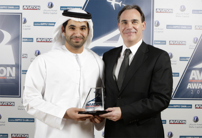 Roy Kinnear and Hareb Al Muhairi accept the Airline of the Year award for Etihad.
