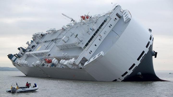 Hoegh Osaka aground outside Southampton.