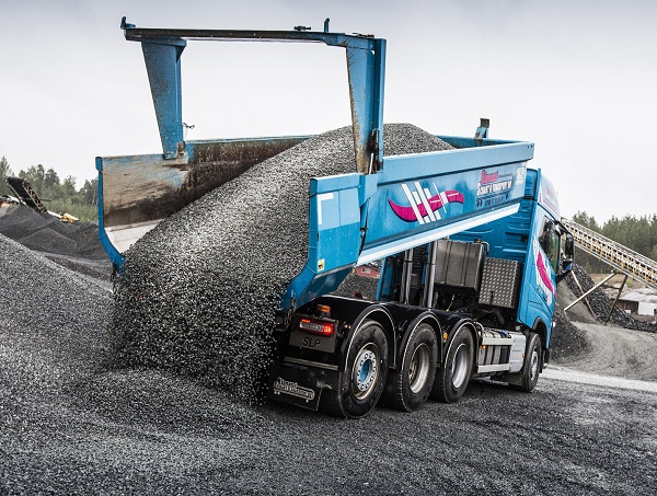 Hardox 500 Tuf is robust enough to perform as a structural material in heavy-duty tipper bodies and buckets.