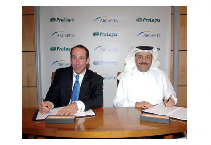 Jeff Schwartz from ProLogis signs a contract with Atif Abdulmalik from Arcapita.