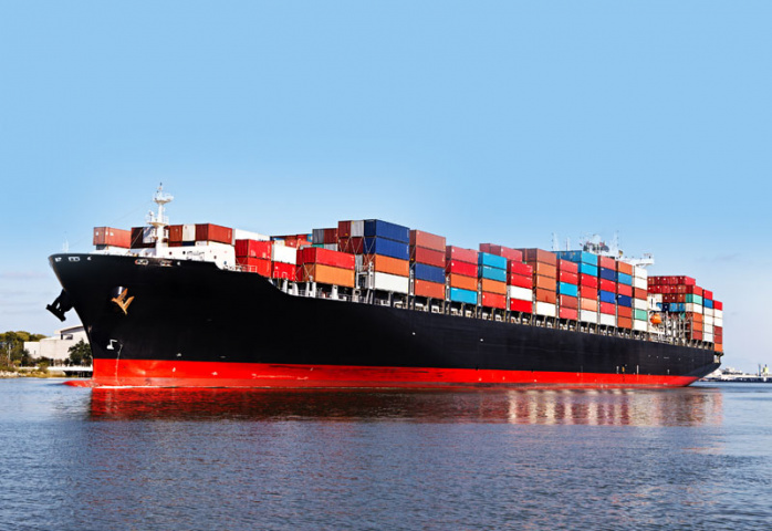 Shipping lines are resuming services to and from Iran en masse ahead of the expected lifting of sanctions.
