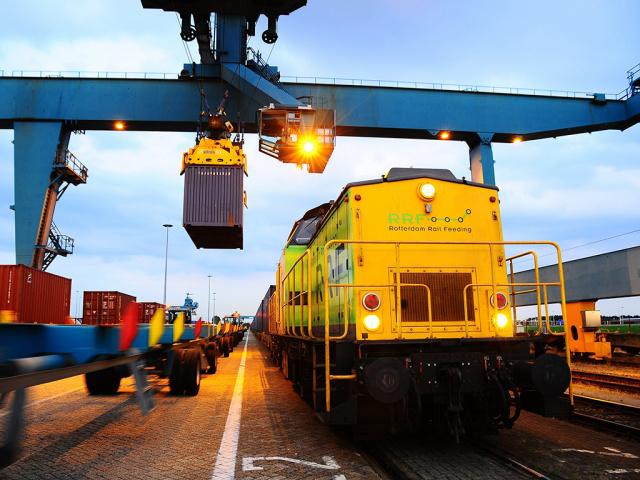 First freight train arrives at Rotterdam World Gateway