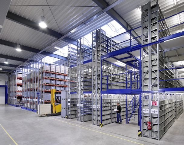Multi-tier racking is the best fit for retailers with products of different shapes and sizes, as it enables the best compromise between volume utilisation and speed of picking.
