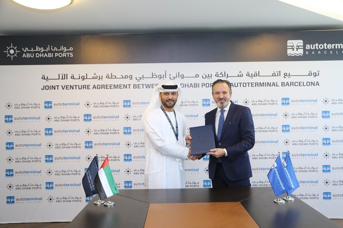 Mohamed Juma Al Shamisi, CEO of Abu Dhabi Ports (left), signs the deal with Autoterminal.