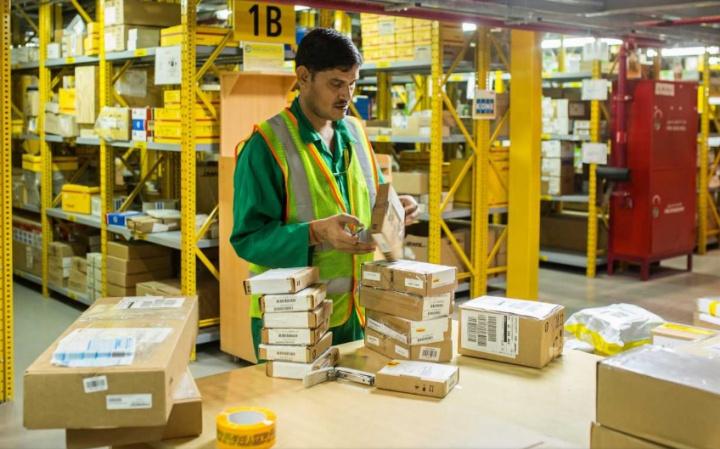 Mhe, Material handling, Warehouse, Last mile, E-commerce, Dubai, Uae, Gcc