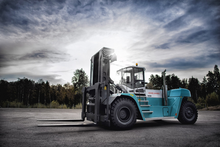 The Konecranes SMV16-1200C forklifts have a lifting capacity of 16 metric tons at 1200 millimetres and a wheelbase of 3750 millimetres.