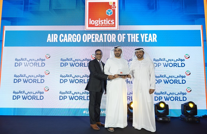 Abdulla Bin Damithan, Chief Commercial Officer of DP World, presented the award