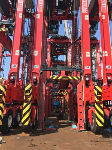 Dp world southampton, Straddle carriers, Container port, Uk