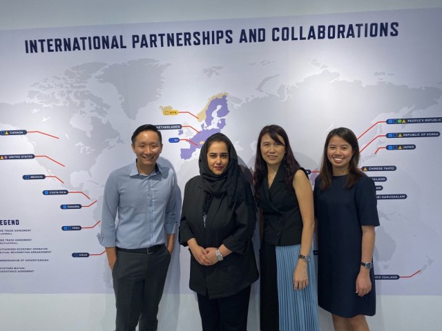 Dubai Customs discusses more cooperation in governance with Singaporean counterpart.