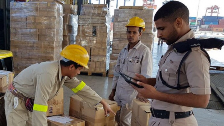 Oman's logistics sector is ensuring that customers experience a fast, efficient and money-saving experience.