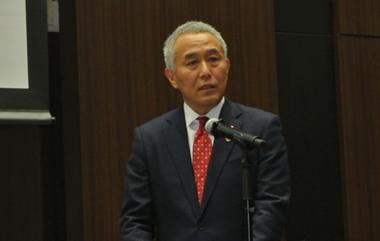 Representative director, senior managing executive officer, Atsuo Asano, speaking at the debriefing session.