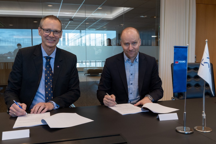 Trond Petter Abrahamsen, director in Framo Services (Left) and Kjetel Digre, head of Operations and Field Development in Aker BP (Right)
