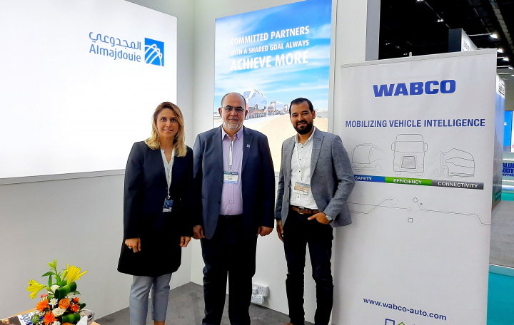 Suzanna Perrier, WABCO's Regional Sales Leader Digital Customer Services (DCS) EMEA, Almajdouie Logistics' Heavy Lift General Manager, Eyad Hamzah Arafah and Osama Mohamed Zeid, Account Manager WABCO DCS Middle East at the signing ceremony.